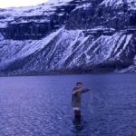 Vitjað um net í Kaldbaksvík á Ströndum.